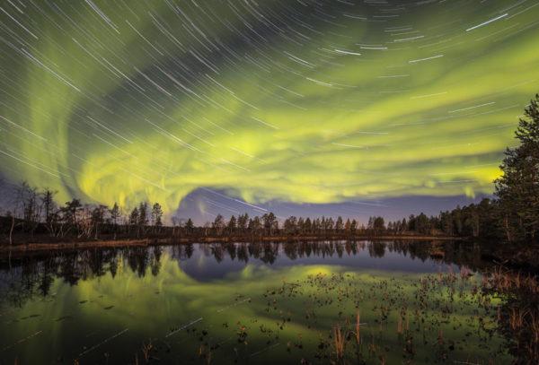 Reflet d'aurores en Laponie